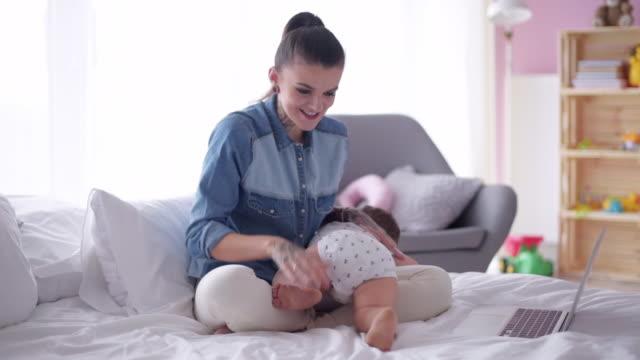 stockvideo's en b-roll-footage met young mother / debica/ poland - flexplekken