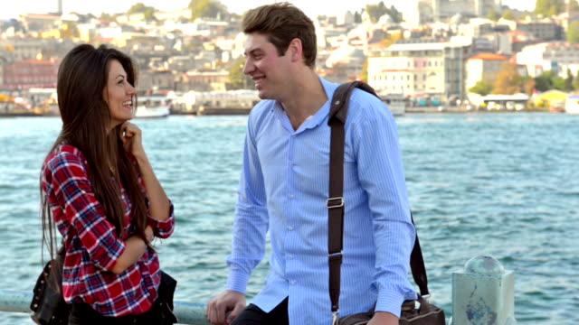 vidéos et rushes de jeune couple internationale à istanbul - la vingtaine