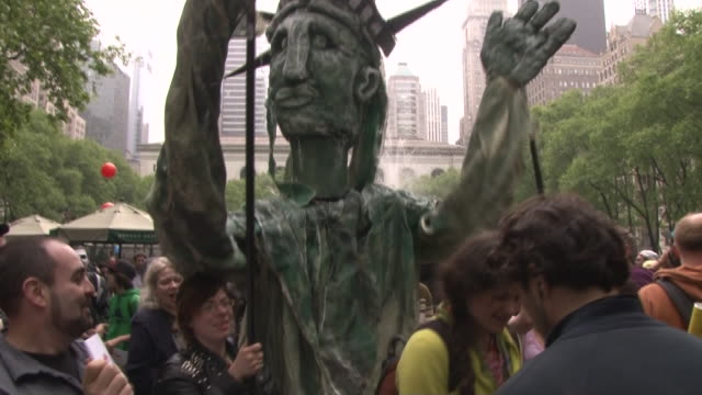 young occupy wall street protesters carry a mock statue of liberty at the may day rally in bryant park, nyc. - occupy protests stock videos & royalty-free footage