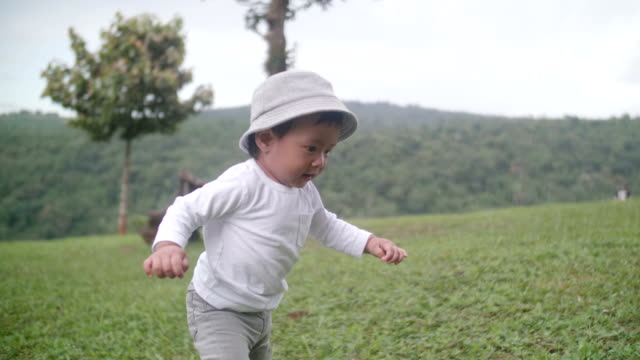 young parent helping to walk baby (12 months) boy - baby boys stock videos and b-roll footage
