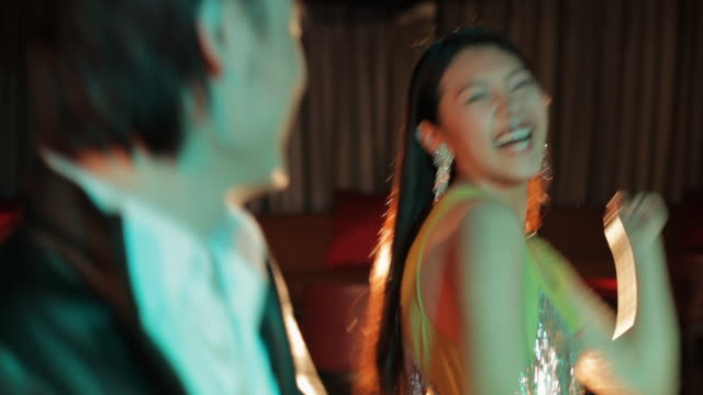 ms young people dancing and smiling in night club / china - 歯を見せて笑う点の映像素材/bロール