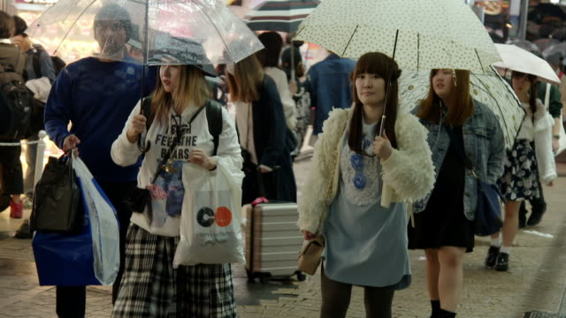 young people in the harajuku district of tokyo - shopping bag stock videos & royalty-free footage