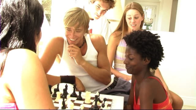 stockvideo's en b-roll-footage met young people - playing chess - spelletjesavond
