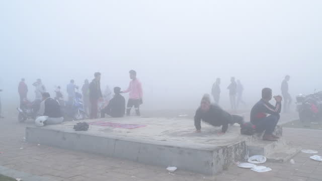young people spending time outdoors in heavy smog in kolkata, west bengal, india, on monday, december 7, 2020. - smog stock videos & royalty-free footage
