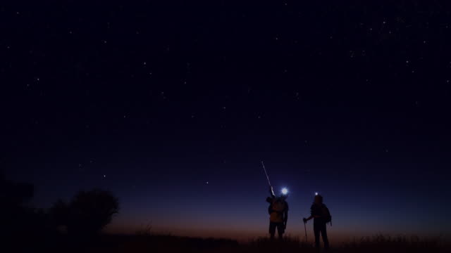 young people trekking at night - a forma di stella video stock e b–roll