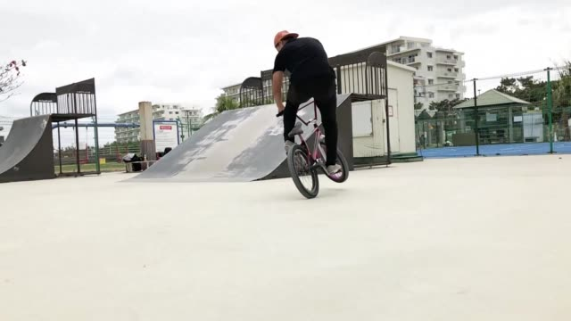 young people who enjoy bicycling in the activity. - freestyle bmx stock videos & royalty-free footage