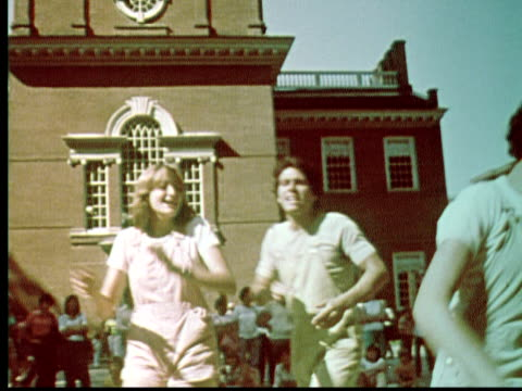 1976 ms pan young performers dancing and singing outside independence hall / philadelphia, pennsylvania, usa - carefree stock videos & royalty-free footage