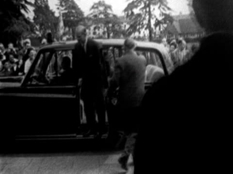 vídeos de stock, filmes e b-roll de young prince charles princess anne queen elizabeth ii and prince phillip depart from car and are welcomed by large crowd - 1960