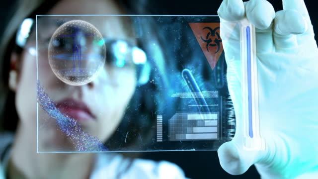 vídeos de stock, filmes e b-roll de jovem cientista no laboratório. - bolha de replicação