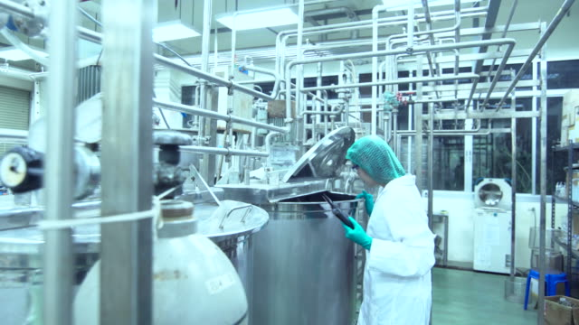 young scientist studying model in food and pharmaceutical technology - centro di ricerca video stock e b–roll