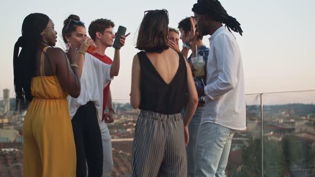 vídeos de stock, filmes e b-roll de young students dancing during a party - coquetel
