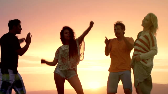 Junge Sonnenuntergang Tanzen