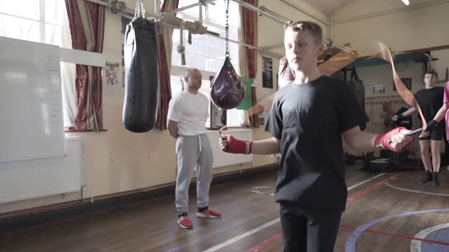 young teenage boxers training at a local boxing club - teenage boys stock videos & royalty-free footage