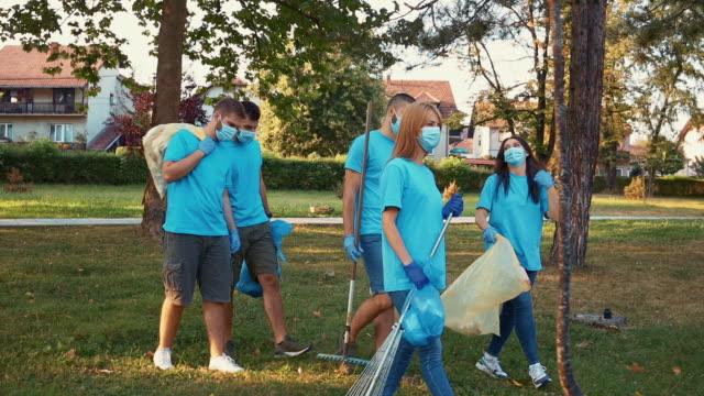 young volunteers cleaning up garbage - volunteer stock videos & royalty-free footage