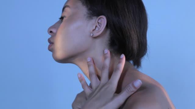 cu td young woman applying body lotion / new york, new york, usa - 自己改善点の映像素材/bロール