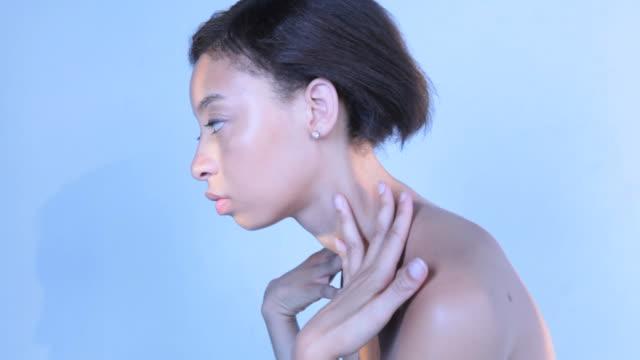 cu young woman applying body lotion / new york, new york, usa - 自己改善点の映像素材/bロール