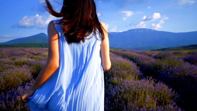 Jonge vrouw op een Lavendel veld