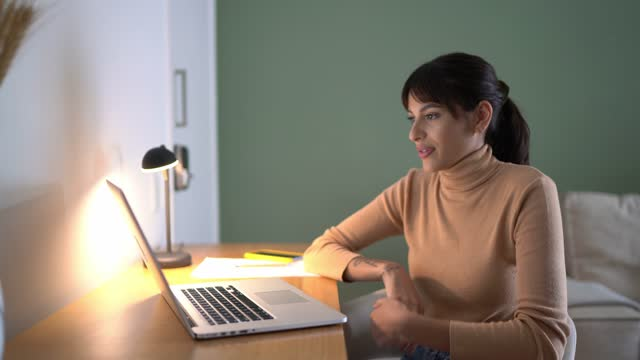 young woman at home doing a virtual business meeting - young women stock videos & royalty-free footage