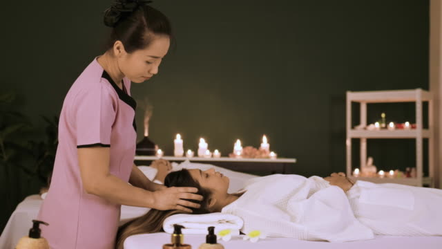 young woman at spa treatment - massagetisch stock-videos und b-roll-filmmaterial