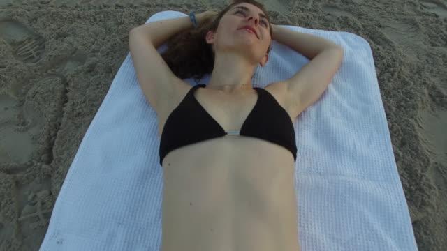 a young woman at the beach at sunrise - människoarm bildbanksvideor och videomaterial från bakom kulisserna