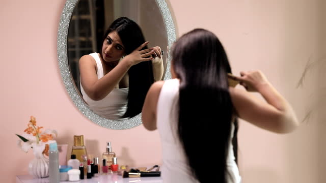 stockvideo's en b-roll-footage met young woman brushing her hair, delhi, india - haar borstelen
