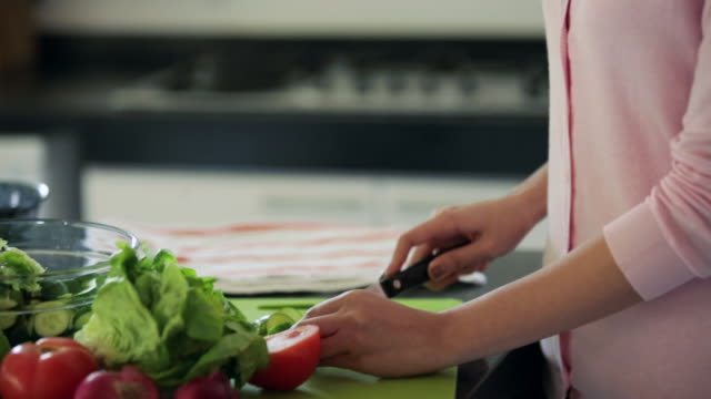tu td cu young woman cutting vegetables for salad in kitchen - making salad stock videos & royalty-free footage