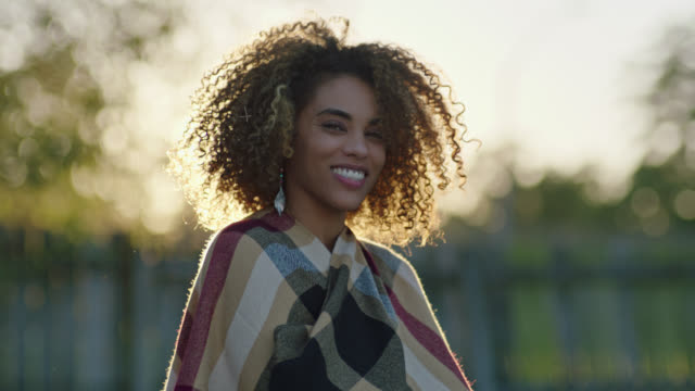 vidéos et rushes de slo mo. young woman dances with shawl and smiles at camera. - confiance en soi