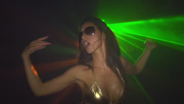slo mo, cu, young woman dancing in nightclub, london, england - dekolleté stock-videos und b-roll-filmmaterial