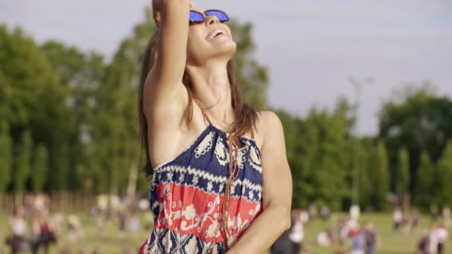 stockvideo's en b-roll-footage met young woman dancing/ katowice/ poland - festivalganger