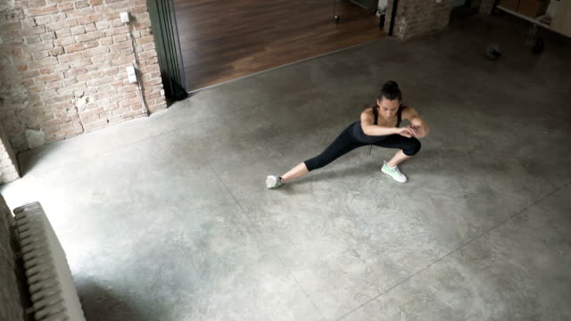 young woman doing side lunges - lunge stock videos & royalty-free footage