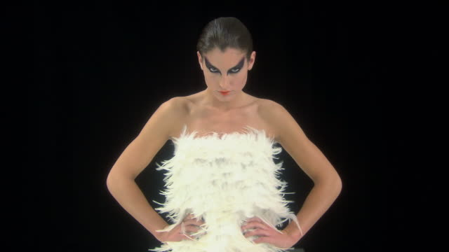 stockvideo's en b-roll-footage met young woman dressed as swan with breeze blowing  feathers of costume - veer materiaal
