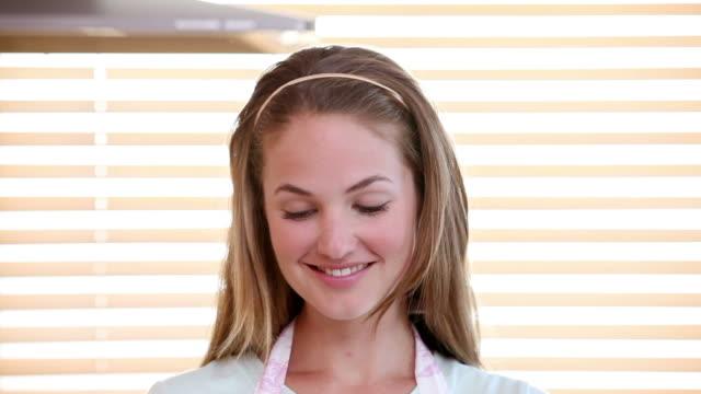 young woman drinking milk - kosmetisches stirnband stock-videos und b-roll-filmmaterial
