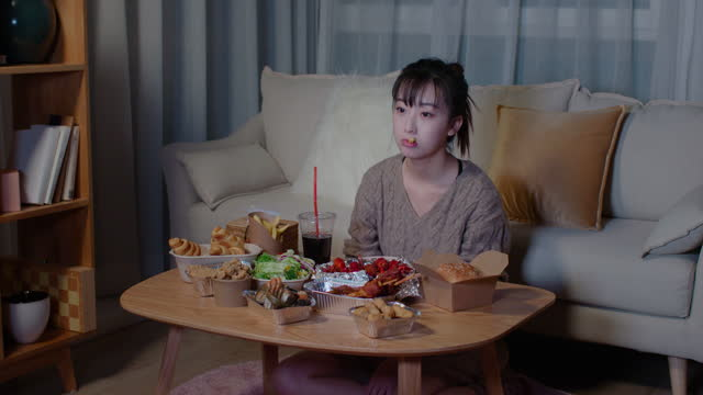 young woman eating take-out food at night,4k - fast food stock videos & royalty-free footage