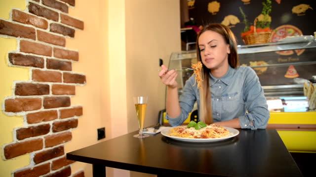 young woman enjoy italian food - spaghetti video stock e b–roll