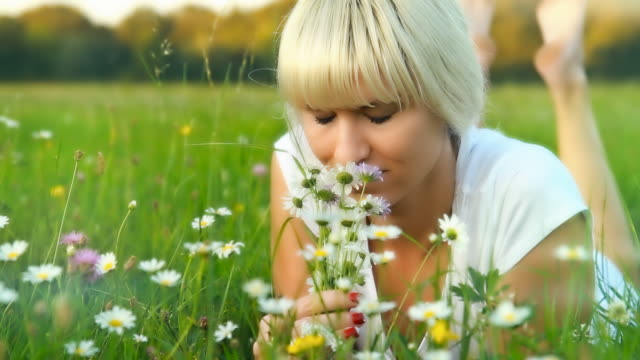 stockvideo's en b-roll-footage met hd dolly: young woman enjoying lying on grass - meerdere lagen effect