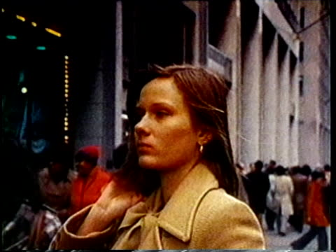 1980 ms zo young woman fixing her hair and walking down the street / united states / audio - borsetta video stock e b–roll