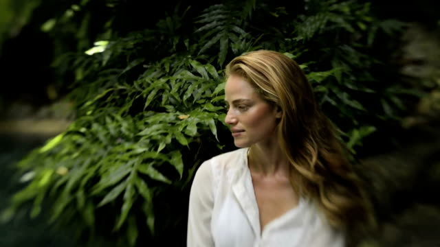 stockvideo's en b-roll-footage met young woman in a forest - formal garden