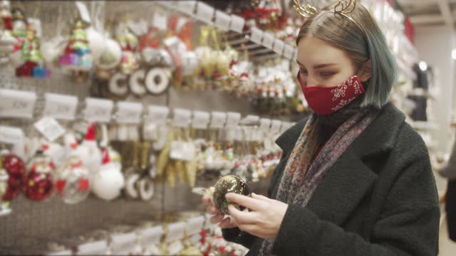 young woman in protective face mask on christmas shopping during covid-19 - shopping stock videos & royalty-free footage