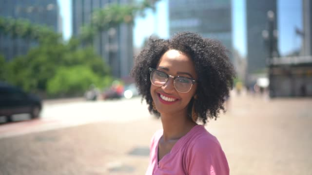 young woman in the city portrait - eyewear stock videos & royalty-free footage
