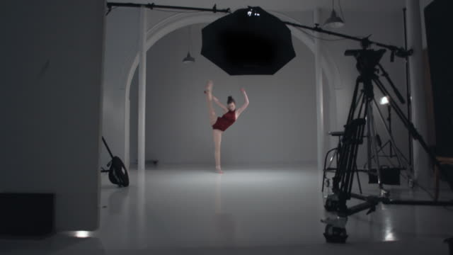 stockvideo's en b-roll-footage met young woman is dancing in the studio - dance studio