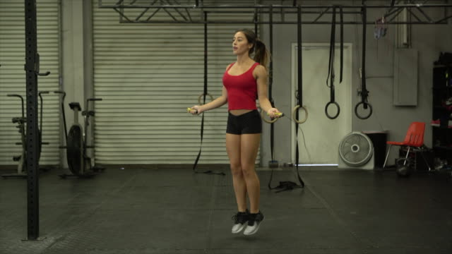 ws young woman jumping rope in a gym - rope stock videos & royalty-free footage
