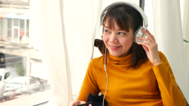 a young woman listening to music - coffee drink stock videos & royalty-free footage