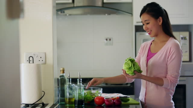 ms young woman making salad in kitchen - making salad stock videos & royalty-free footage