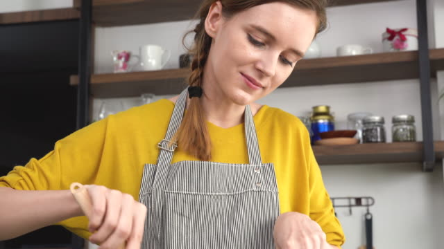 young woman making salad in the kitchen - kitchenware department stock videos and b-roll footage