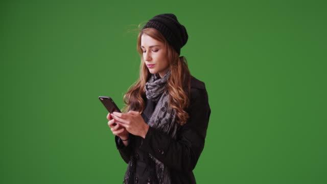 vídeos de stock, filmes e b-roll de young woman millennial using smartphone on green screen - neckwear