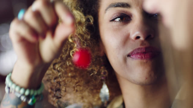 vídeos de stock e filmes b-roll de cu. young woman offers cherry to date at local restaurant and laughs. - cocktail