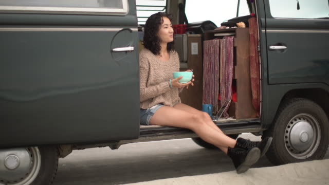 ws young woman on a road trip in her camper van - breakfast cereal stock videos & royalty-free footage