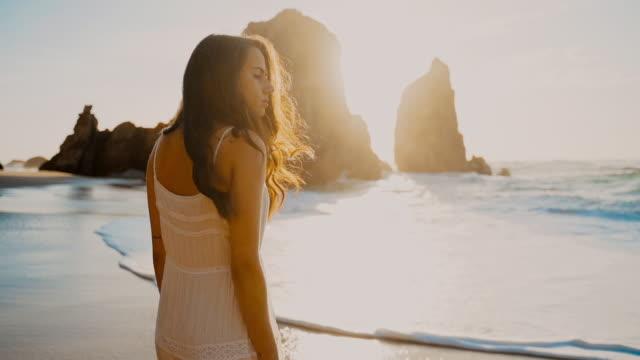 vídeos de stock e filmes b-roll de ms young woman on beach at sunset, portugal - beautiful woman