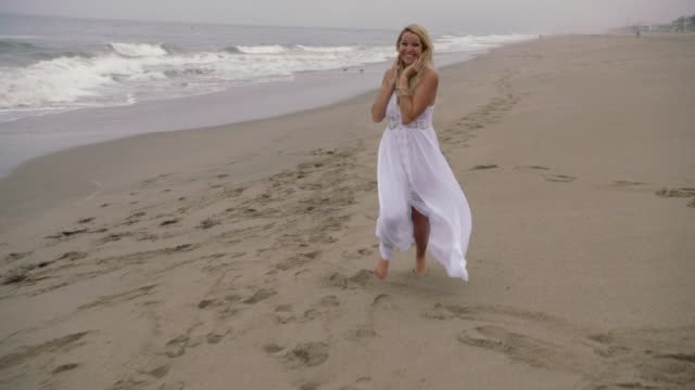 young woman on beach - sommerkleid stock-videos und b-roll-filmmaterial