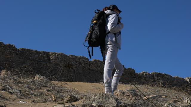 young woman on holiday exploring nature on the ancient civilization. - solo una donna di età media video stock e b–roll
